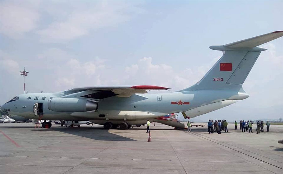 चिनियाँ सेनाले आफ्नै विमानमार्फत नेपाल ल्याइदियो मेडिकल सामग्री
