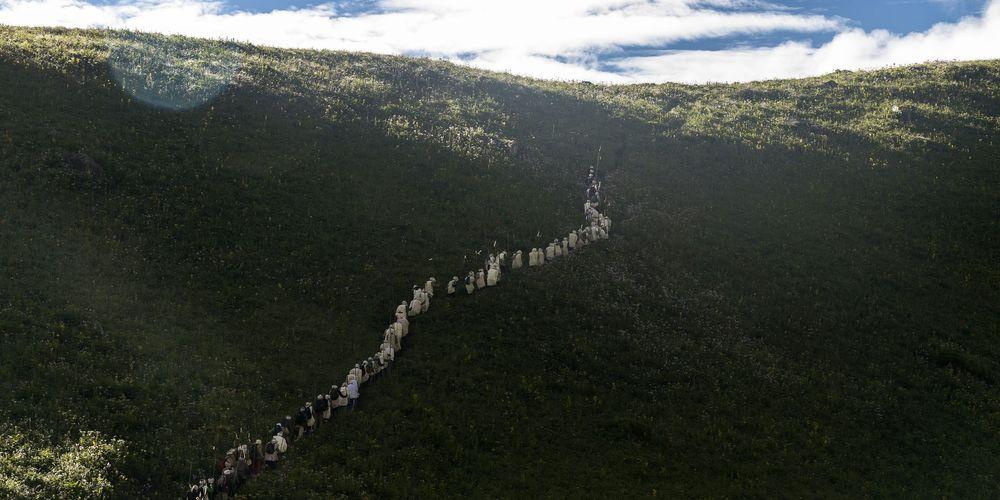 Pilgrims walking up from Bire Odar.